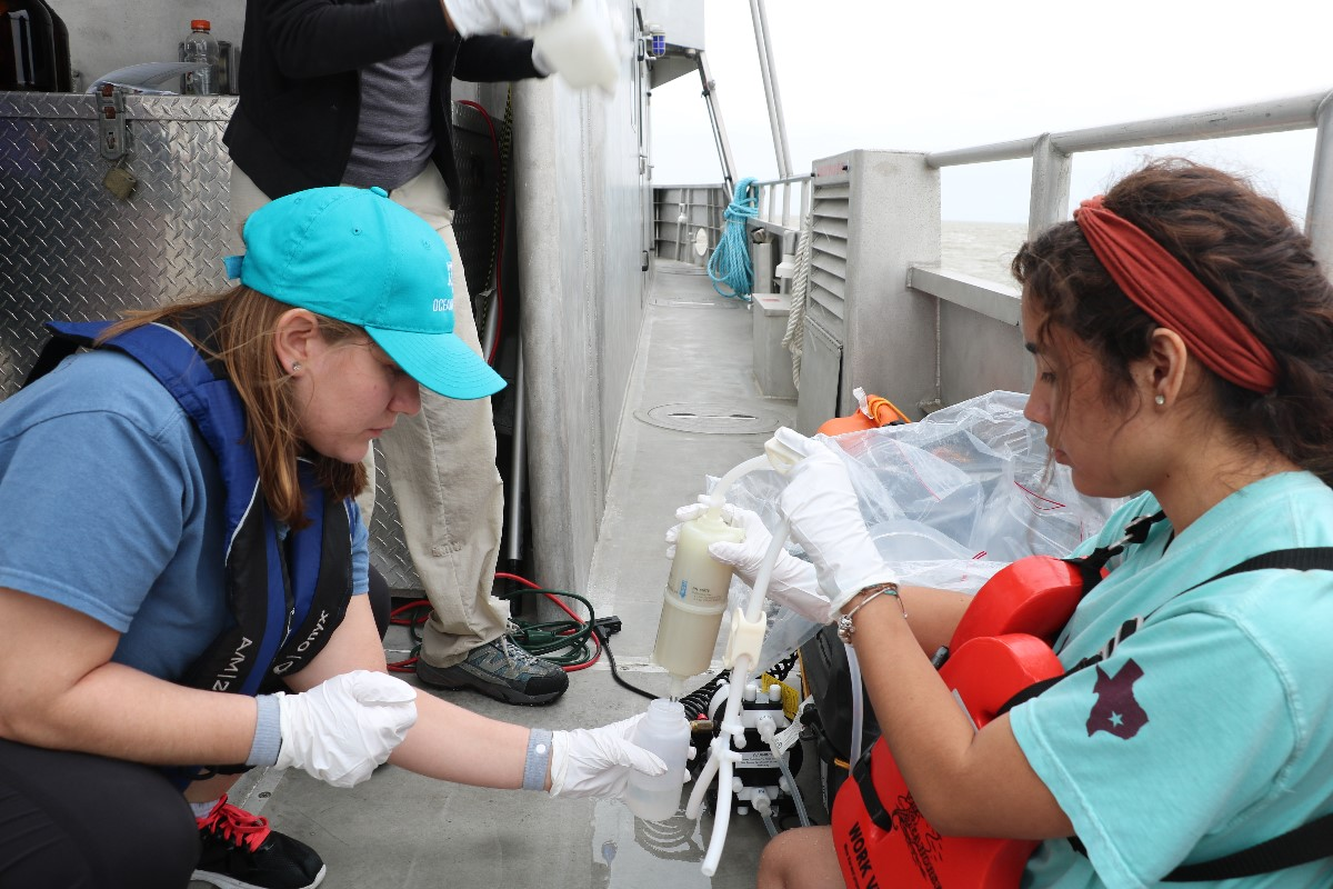 Graduate student, Laramie Jensen (left) from the Department of Oceanography, sampling seawater from pump and undergraduate student, Alexa Mendoza (right) from the Department of Chemistry. (Photo by: Bumsoo Kim)